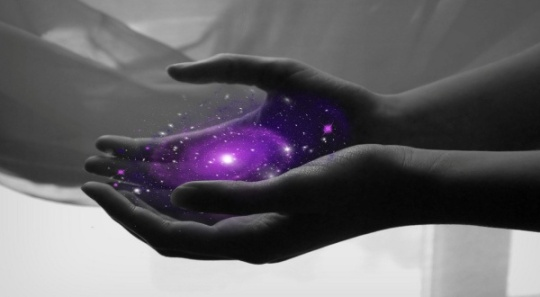 galaxy_in_hands_600